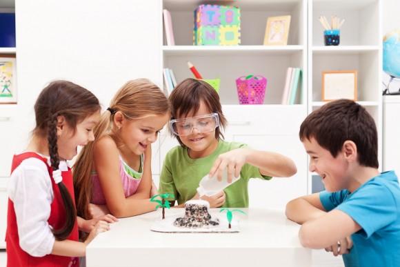 Dạy kỹ năng nhóm từ cấp mầm non